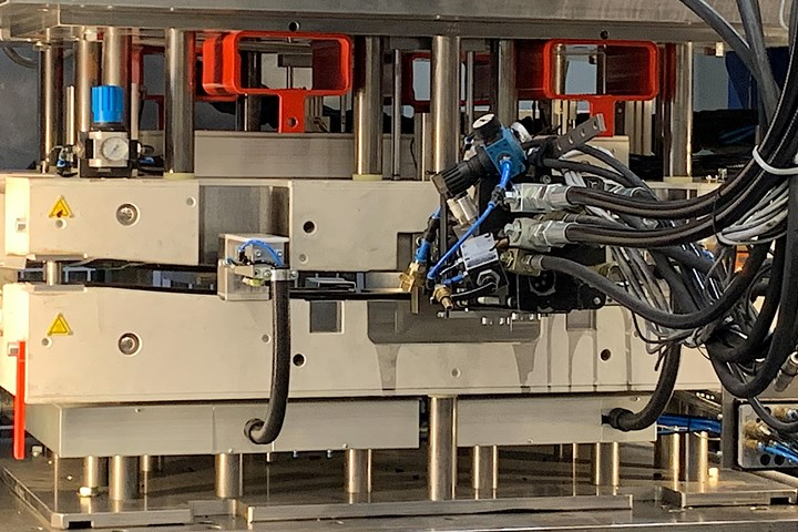 Smart molds for use in Industry 4.0 applications.