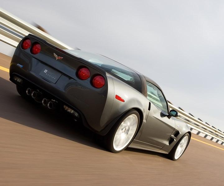 Chevrolet Corvette with transverse composite leaf springs
