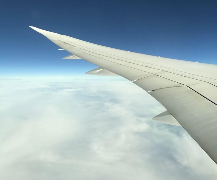 Boeing 787 wing during flight; Jeff Sloan