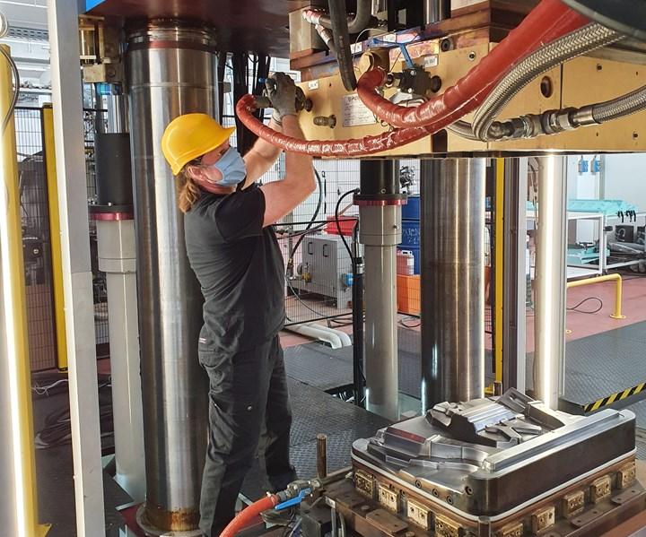 Bucci Composites, Faenz, Italy, molding post-lockdown