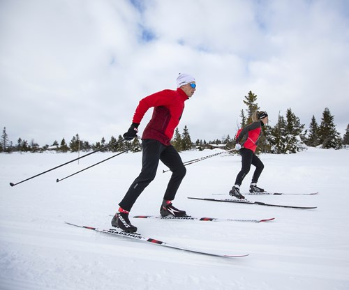 Carbon fiber tapes enhance performance of cross-country skis
