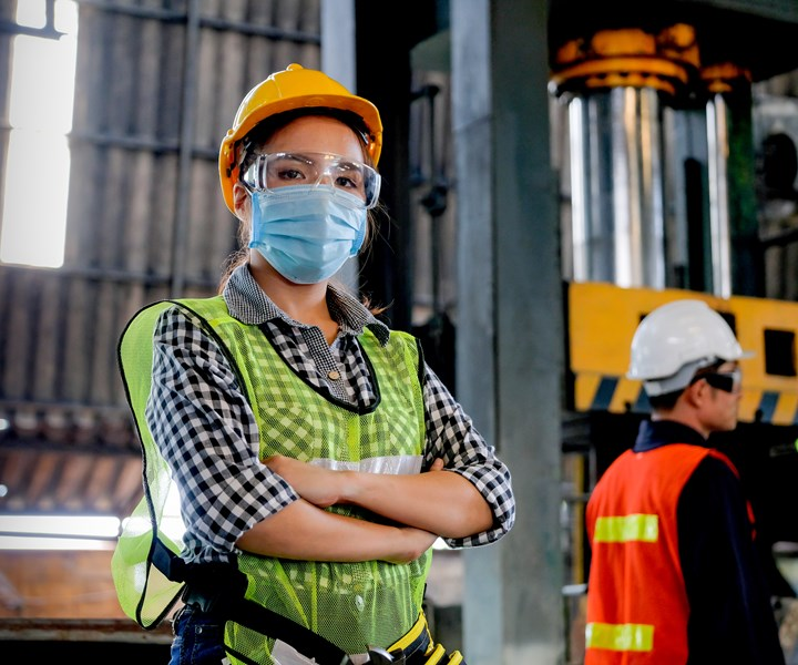 factory worker wearing mask coronavirus