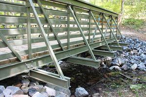 Bedford强化塑料推出FRP行人和试用桥线