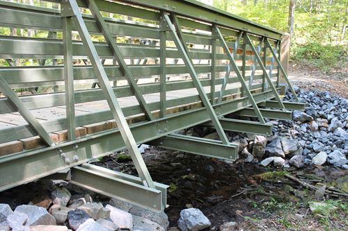 贝德福德增强塑料公司引进了玻璃钢人行、试桥线路