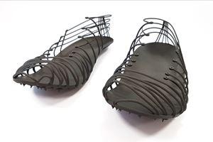 碳纤维,添加剂制造提高Pleko钉鞋性能