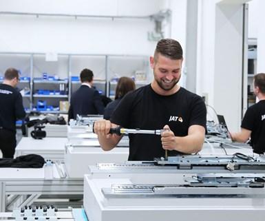 Los de JAT esarrollan y producen sistemas de accionamiento a medida para fabricantes de máquinas.