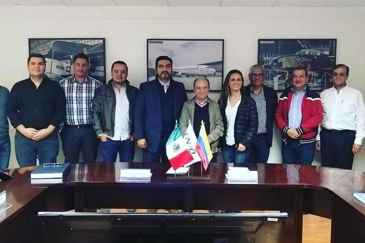 Misión colombiana de la industria aeroespacial en México.