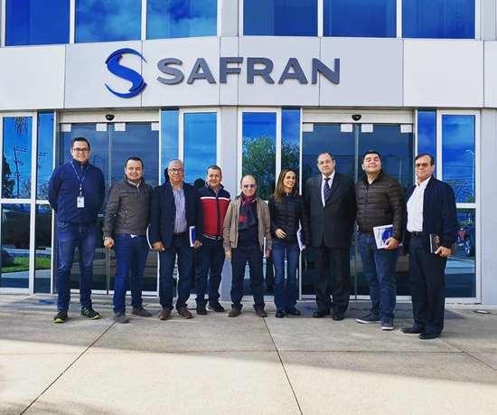 Delegación colombiana en las instalaciones de Safran, en México.