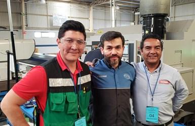 El ingeniero Alejandro Suárez Quintana, Gerente de Producción de AMQ (centro), junto con Daniel Martinez (izquierda), ingeniero de aplicación en Horn México, y Guillermo Briceño, ingeniero de ventas en Tanner Máquinas y Herramienta (distribuidor de Horn en El Bajío).