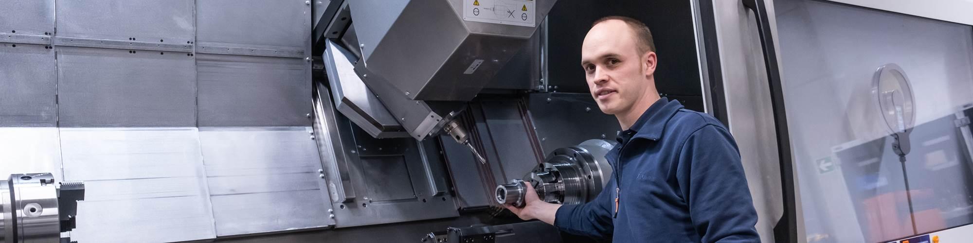 """""""Muchos de nuestros visitantes también aprecian la WFL durante las demostraciones. En el futuro existe la posibilidad de vender las herramientas de Hoffmann Group si se han probado en ella"""", dice Fabian Philipp, técnico de aplicaciones."""