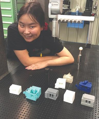 Bertz se inició en la impresión 3D en la escuela secundaria. Uno de sus pasatiempos es imprimir modelos de centros de mecanizado en casa, usando su impresora personal.