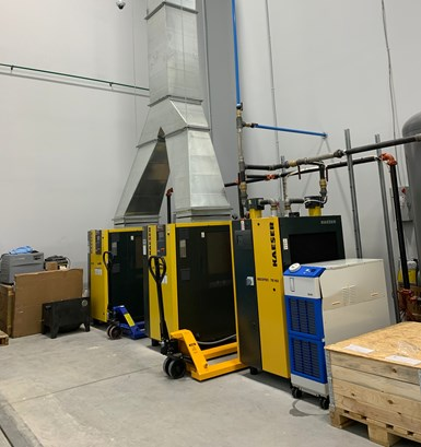 Compresores de aire redundantes ubicados cerca del taller de máquinas de 3rd Dimension.