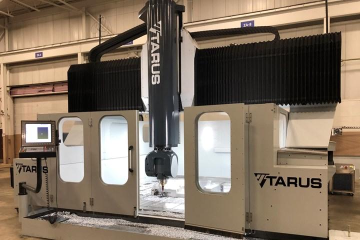 Este pórtico Tarus TBM5 está equipado con un TNC 640, escalas de vidrio Heidenhain y tuercas de bola de motor de torque de accionamiento directo Etel.