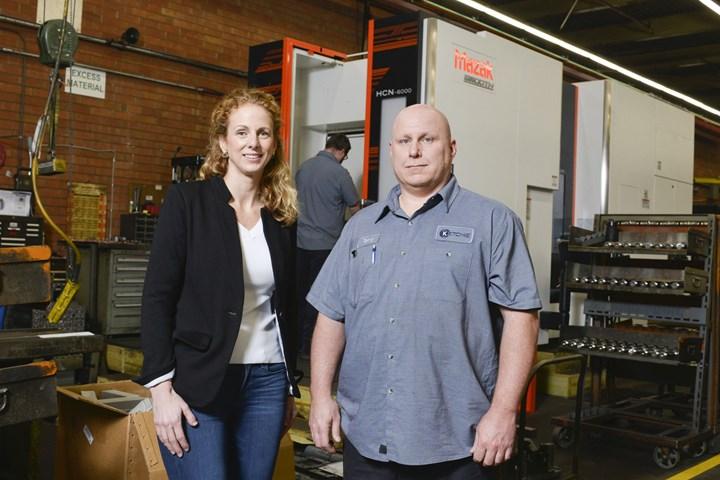 Courtney Silver, presidente de Ketchie Inc. y gerente de planta, y Terry Smith, el año pasado pudieron presentarle a un cliente un ahorro anual de 30,000 dólares, en gran parte debido a la avanzada tecnología de mecanizado Mazak del taller.