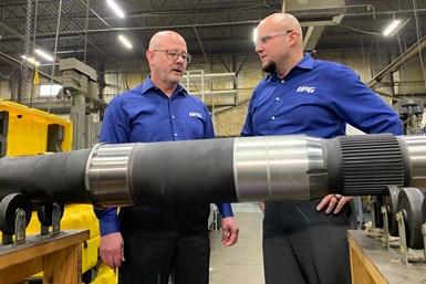 El presidente de IPG, Dave Cox, y el vicepresidente de desarrollo de negocios, Matt Cox, están alejando a la empresa de un modelo de negocios de taller de trabajos para convertirse en un proveedor aeroespacial,.