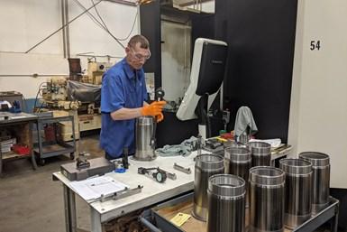 Cuando IPG comenzó a cotizar más trabajos aeroespaciales, Dave Cox se dio cuenta de que el taller iba a necesitar máquinas más grandes.