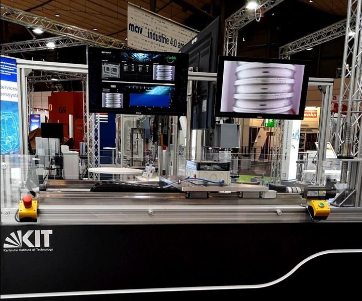 Una cámara integrada con fuente de luz permite la monitorización continua del husillo en la unidad. (Imagen: KIT)