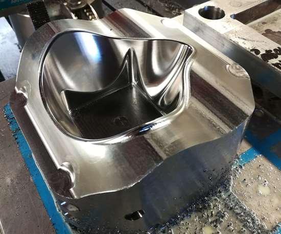 Aquí se aprecia el molde de la mascarilla, que lograron idear, diseñar y producir en un tiempo récord de 4 días gracias al trabajo en conjunto entre Langer México y CIMco.