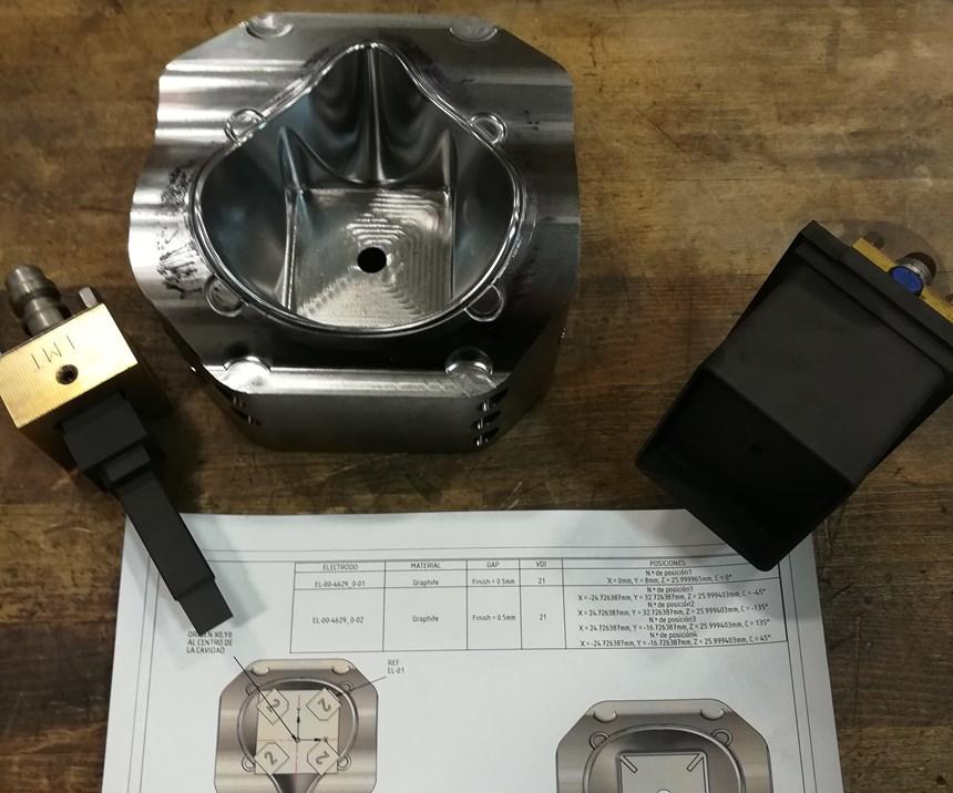 El molde listo para el mecanizado en la electroerosionadora Exeron.