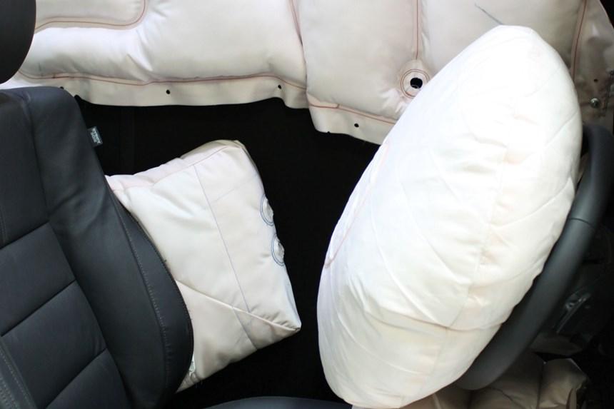 En la planta de Monclova, Takata produce exclusivamente para Honda (64%), Ford (32%) y Tesla (4%). Allí fabrican cortinas, bolsas de aire y bolsas para protección de rodillas y los head air bags para carros convertibles.