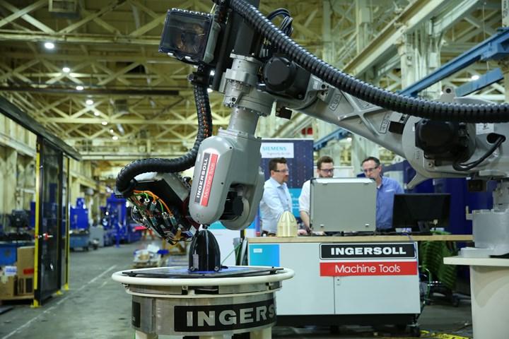 De la simulación a la impresión 3D en un abrir y cerrar de ojos: un robot controlado por CNC de Siemens y el ingenio de Ingersoll lo hacen posible.