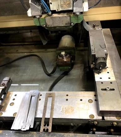 El taller de Evolución en Moldes cuenta con dos máquinas de electroerosión por hilo, una Mitsubishi y otra ONA, y en las dos usan la mesa magnética de manera alterna, ya que es fácil de mover.