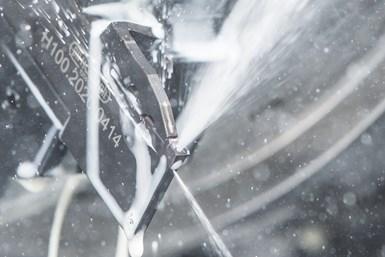 La perforación de diámetro pequeño y su uso efectivo durante la fabricación de herramientas ha llevado la precisión de la refrigeración a través de la herramienta, a herramientas de torneado más pequeñas.