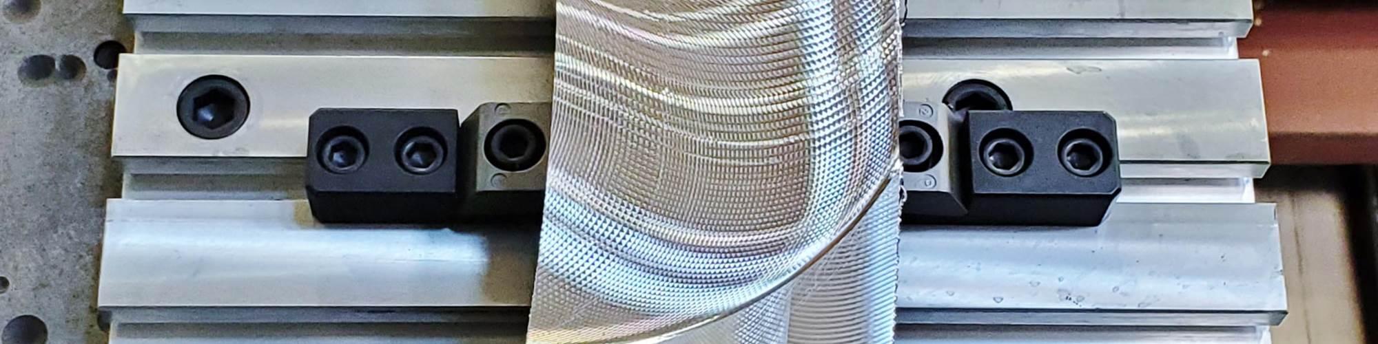 Las abrazaderas Pitbull, de Mitee-Bite, pueden ejercer hasta 12,000 libras de presión.