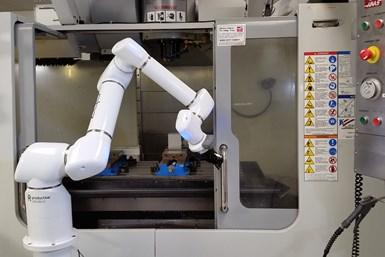 Robots colaborativos OB7,de Absolute Machine Tools.