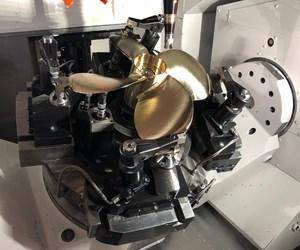 Esta fijación complicada, accionada hidráulicamente, fue clave para el éxito de la celda de mecanizado de cinco ejes y torneado automático de XL Machine, que produce 20 modelos diferentes de hélices para barcos.