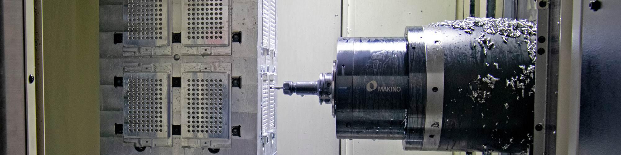 Los Makino de cinco ejes acomodan alistamientos, tanto de una sola pieza como de tombstones montados en pallets que caracterizan muchos alistamientos de máquinas horizontales.