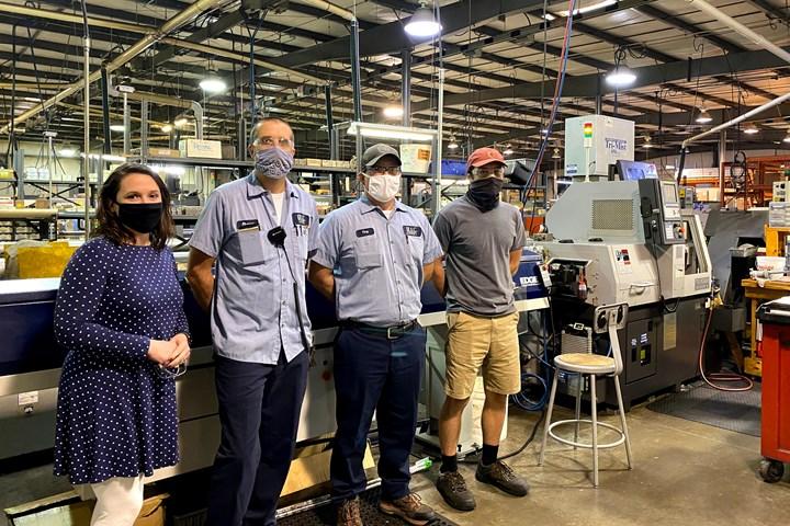 De izquierda a derecha: Sarah Burns, gerente de operaciones comerciales; Shawn Allen, supervisor del taller; Tony Newsome, operario de setup, y Preston Griffin, técnico CAD/CAM.