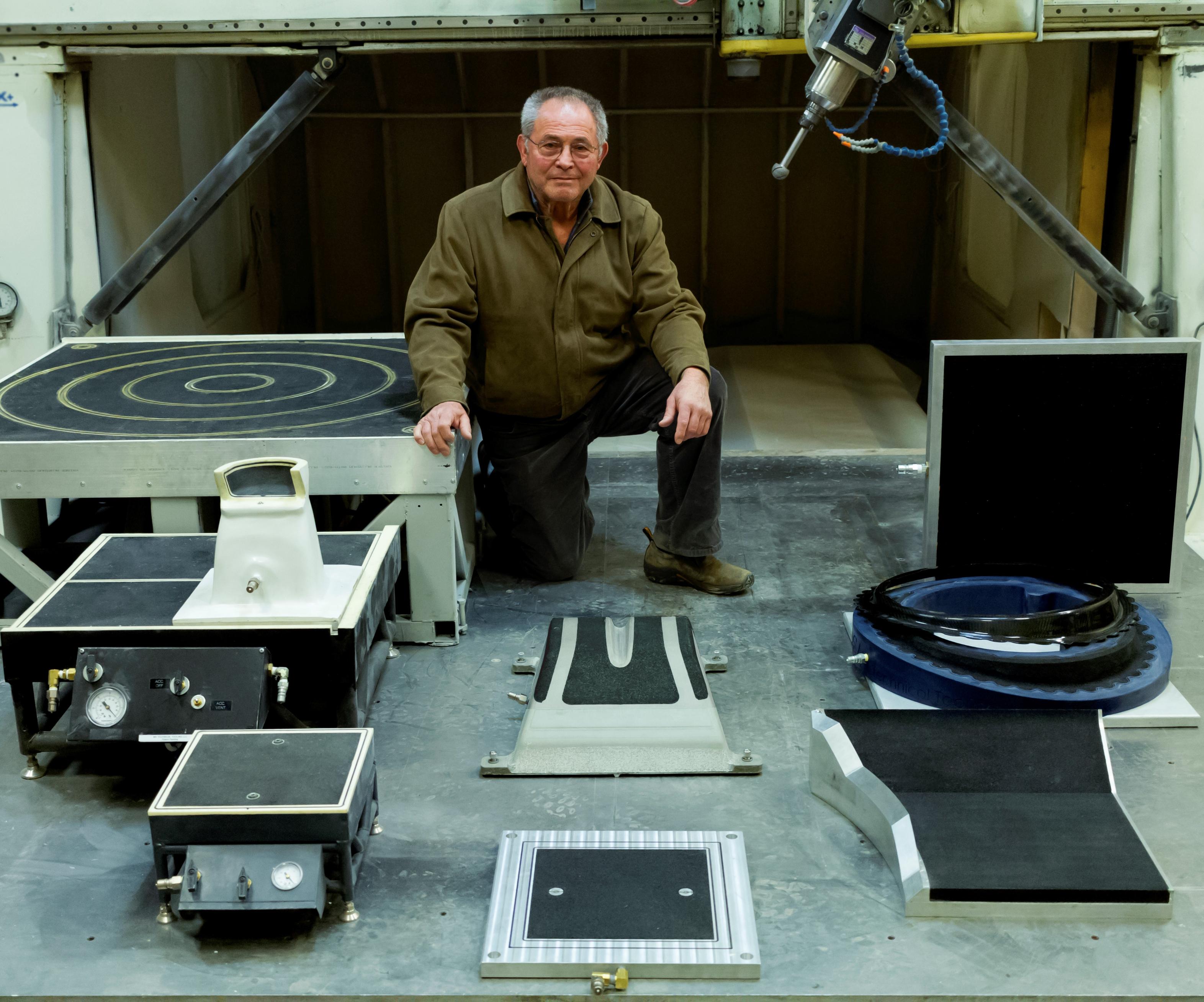 Bob Read inventó el material Vacu-Grip, que se incorpora en todos los accesorios que se aprecian en la foto, para uso propio de Technical Tooling.