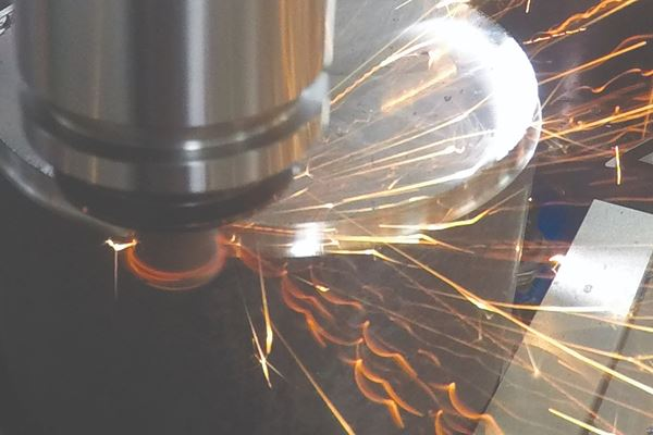 陶瓷立铣刀在标准加工中心速度下实现长寿命和高MRR