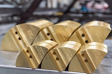 狄龙制造公司的黄铜钳口