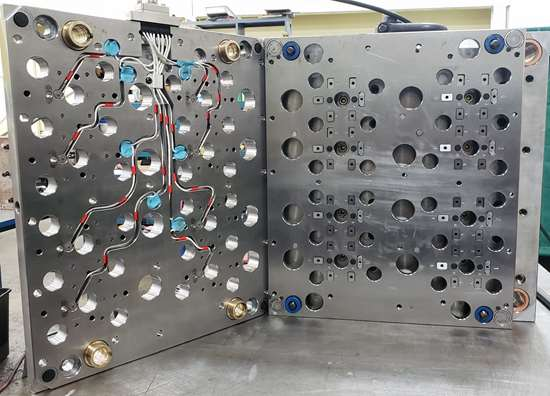 pressure transducer on mold