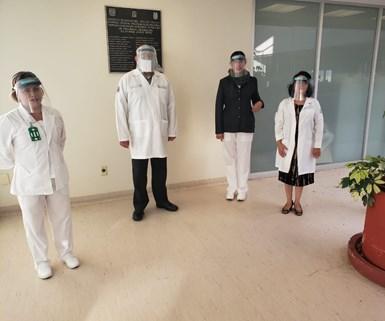 """La iniciativa """"Dale un respiro a México"""" tiene como meta fabricar 500,000caretas o protectores faciales que están siendoentregadas al cuerpo médico que se encuentra combatiendo el COVID-19 en el país. Foto: Dale un respiro a México."""