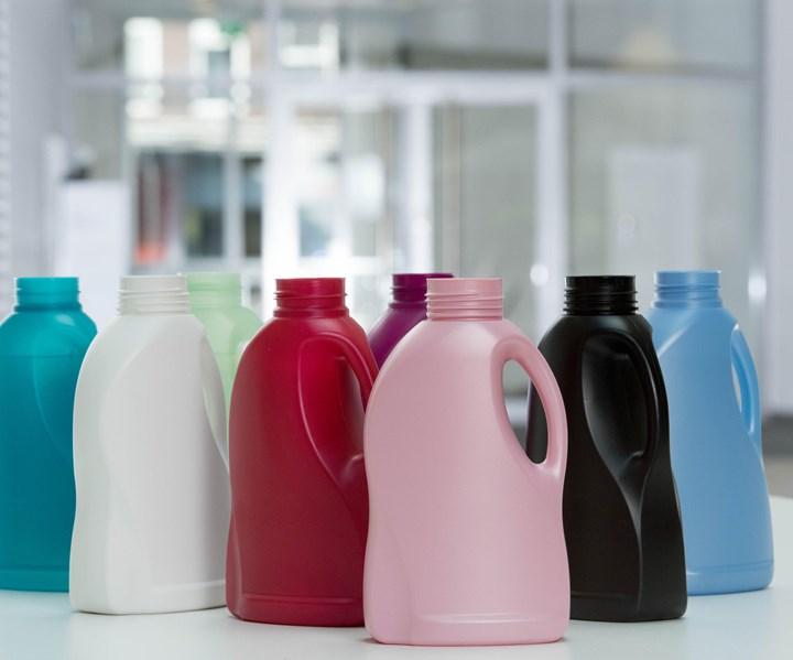 Se mantienen los colores únicos y los altos estándares estéticos de las botellas. Foto:Henkel