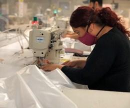 Dow donó en México batas de aislamiento para trabajadores de la saluD.
