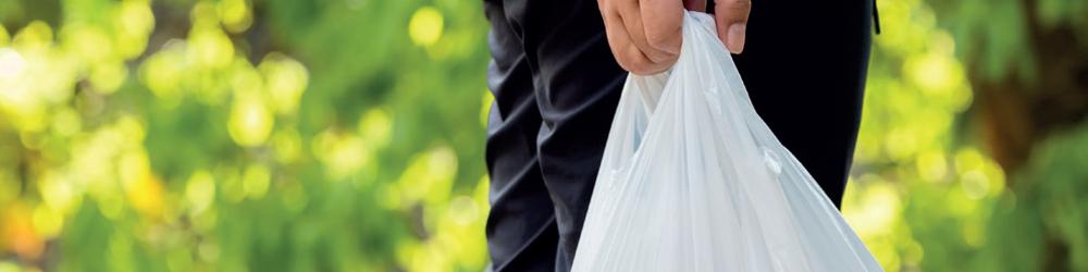 Durante 2020, y ante la emergencia sanitaria, la producción de bolsas plásticas aumentó 200 por ciento, según cifras del Centro Empresarial del Plástico (CEP).