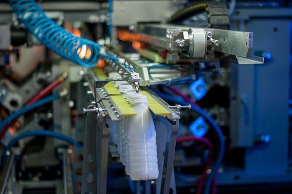 Nueva generación de sopladoras PET APF-Max, de PET Technologies image