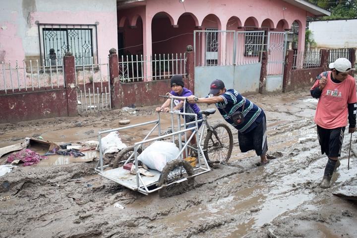 Invema lidera campaña de donativos para familias recicladoras afectadas por el huracán ETA