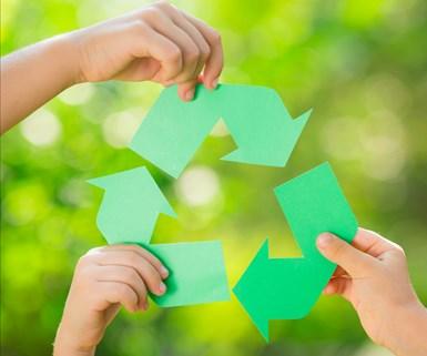 PLASTICS reconoce que hay una falta de infraestructura de reciclajepara todos los materiales en los Estados Unidosy sostiene que está demostado que los plásticos son más beneficiosos para el medio ambienteque los materiales alternativos.