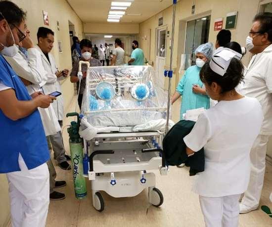 Cámara de aislamiento con materiales plásticos desarrollada por la doctoraCinthia Jiménez, del Hospital General de Zona número 20, en Puebla. Foto tomadadewww.lajornadadeoriente.com.mx/