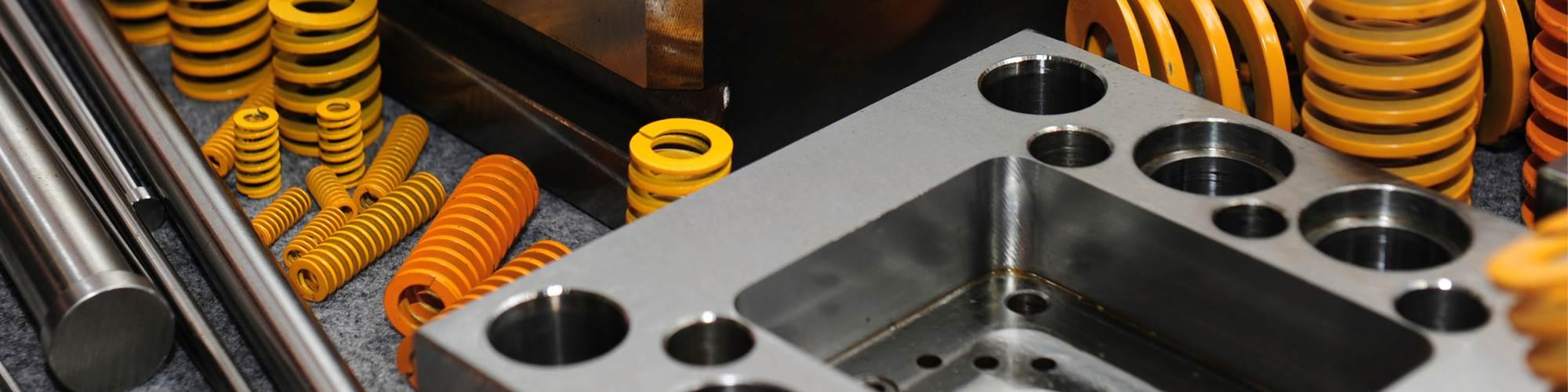 El IQH ofrece un programa en mantenimiento de moldes de inyección.