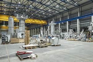 Línea de reciclado de recoSTAR PET durante el montaje.