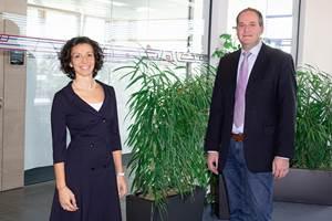 Valentina Faloci, jefe de ventas en Kottingbrunn; yWolfgang Roth, jefe de ingeniería de aplicaciones deWittmann Battenfeld.