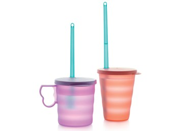 El popote reutilizable EcoStraw, de Tupperware, y un nuevo vaso son fabricados en PP circular certificado, de SABIC, que se deriva de una materia prima de residuos plásticos mixtos.