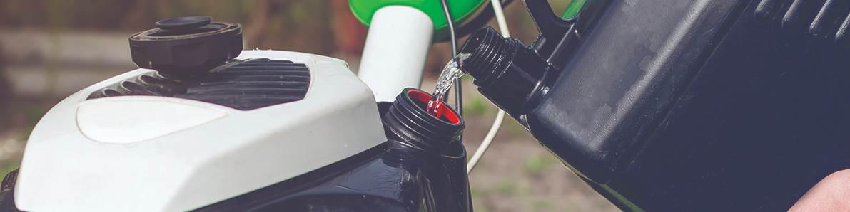 Una amplia investigación de la industria de los tanques de combustible agrietados resultó de un cambio de 0,006 g / cm3 en la densidad del material utilizado para producir los tanques.