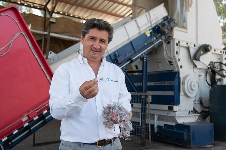 Julio JR Compagnon está satisfecho con el rendimiento óptimo del Micromat 1500 de Lindner, listo para el siguiente paso en el proceso de reciclaje.